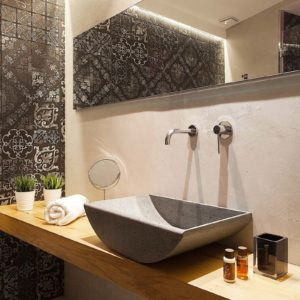 2018 – Tiles: FATTI A MANO – Sink: AQUA – Quattro Canti Suite – Luxury Rooms Hotel, Catani